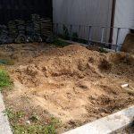 04_土に埋まっていた大きな石